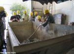 Die festen Bestandteile im Abwasser landen im Container