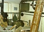 Blick in den Maschinenraum des Bunkers. Links und unten befindet sich das Junkers Dieselnotstromaggregat