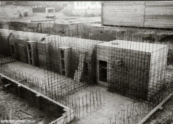 Bauarbeiten an einem Röhrenschutzraum, 1941 (Archiv K.Pinker)