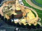 Die offene Baugrube der HERA-Halle Süd