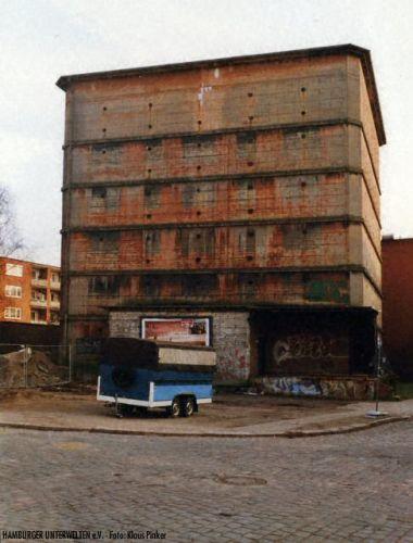 Hochbunker Döhnerstr./Dobbelersweg - die aufgemalten Fenster sind noch erkennbar