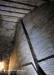 Strebepfeiler mit nachträglich eingefügtem Mauerwerk ober- und unterhalb, Raum 7